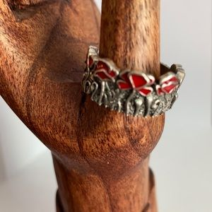 Beautiful Poppies. This ring is a size 10